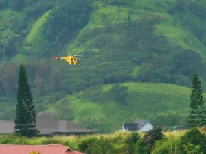 Fire crews respond to a water rescue at Makamakaʻole Gulch. Photo credit: Paul Goodman.