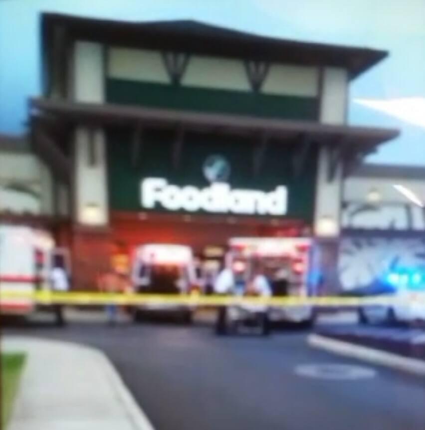 Maui police are investigating a stabbing incident at the Kehalani Foodland in Wailuku. (4.19.16) Photo credit: Kelly Chong Kee