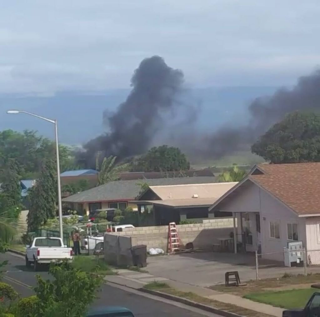 Fire Burns Abandoned Vehicles in Vacant Kahului Field. (4.18.16) Photo credit: Valerie Andaya.