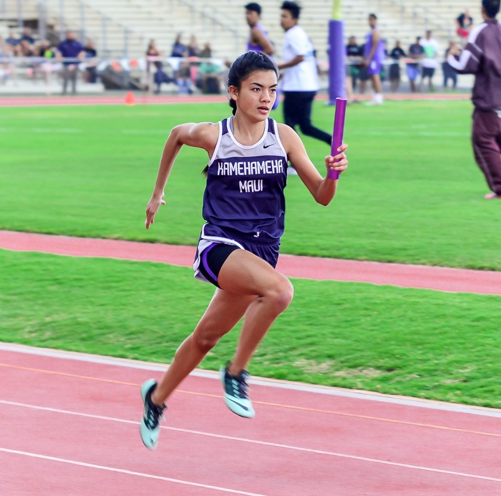 Kamehameha Maui's Ani Nitta anchors the Warriors' winning 4x100 relay. Photo by Rodney S. Yap.