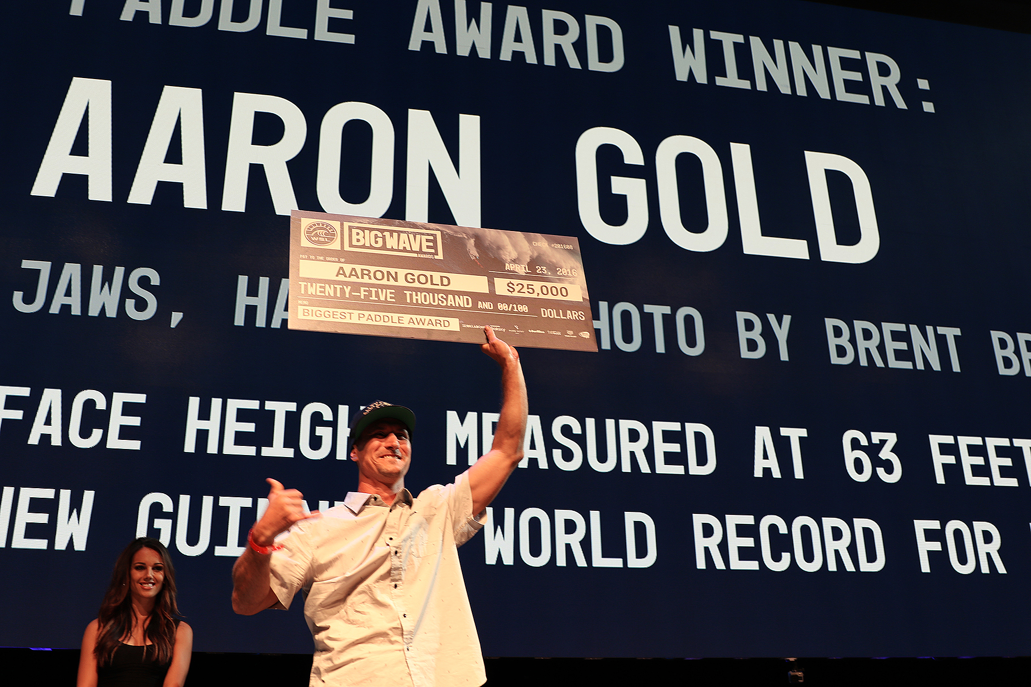 Aaron Gold accepting his award. Photo: WSL