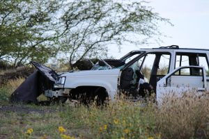 Burnt out abandoned vehicles in vacant Kahului field. (4.18.16) Photo by Wendy Osher.