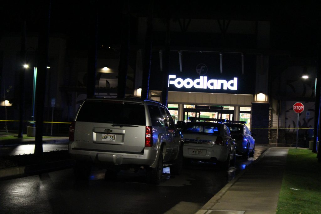 Maui police are investigating a stabbing incident at the Kehalani Foodland in Wailuku. (4.19.16) Photo by Wend Osher.