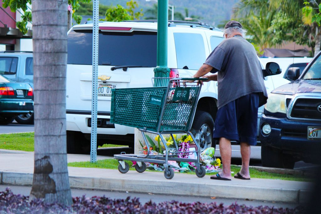 Shoppers stop to pay their respects at a Memorial for Kehau Farias Schmidt outside of the Kehalani Foodland store. Photo by Wendy Osher.