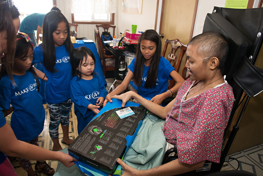Make-a-Wish Hawaiʻi surprised Christian with a gaming laptop of his dreams. Photo credit: Sean Michael Hower Photography