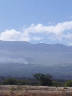 Kēōkea house fire (5/24/16) Smoke can be seen from the Maui High Tech Park in Kīhei. Photo by Regina Lemm.