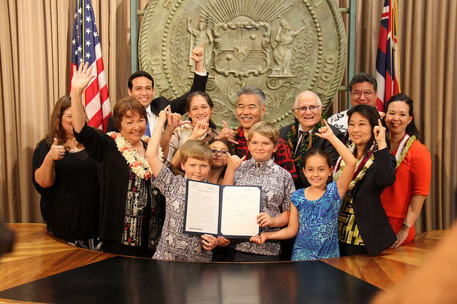 Heat abatement bill signed into law. Photo courtesy Office of Governor David Ige.
