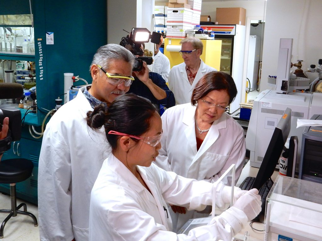 Senator Hirono and Governor Ige get a firsthand look at Hawaiʻi Biotech's work in developing a Zika virus vaccine. Photo credit: Office of US Senator Mazie Hirono.
