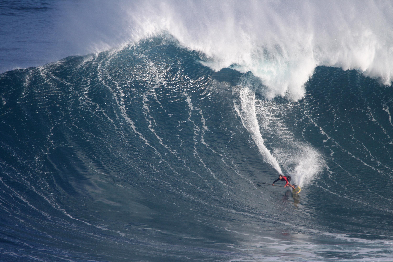 Kai Lenny bottom turn at Jaws Photo: Lynton Productions