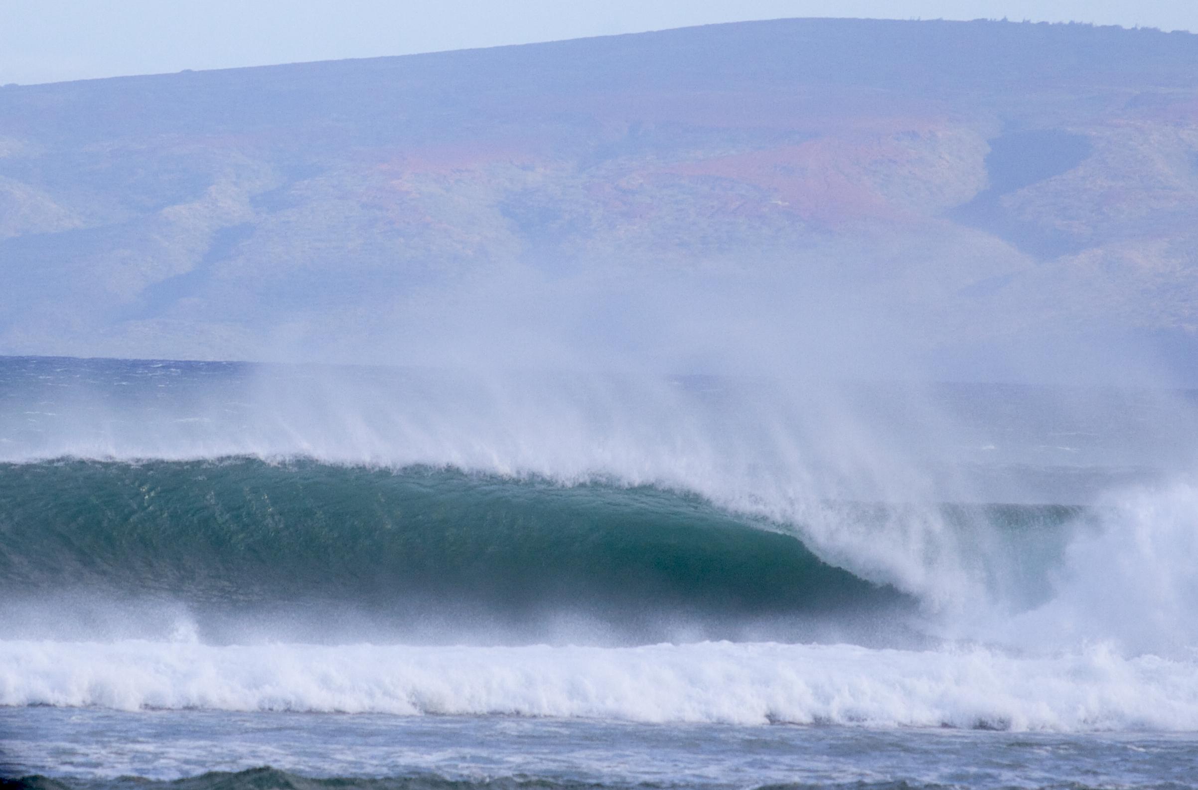 A rare beauty for Maui at Ma'alaea Photo: Peahi Surf Media