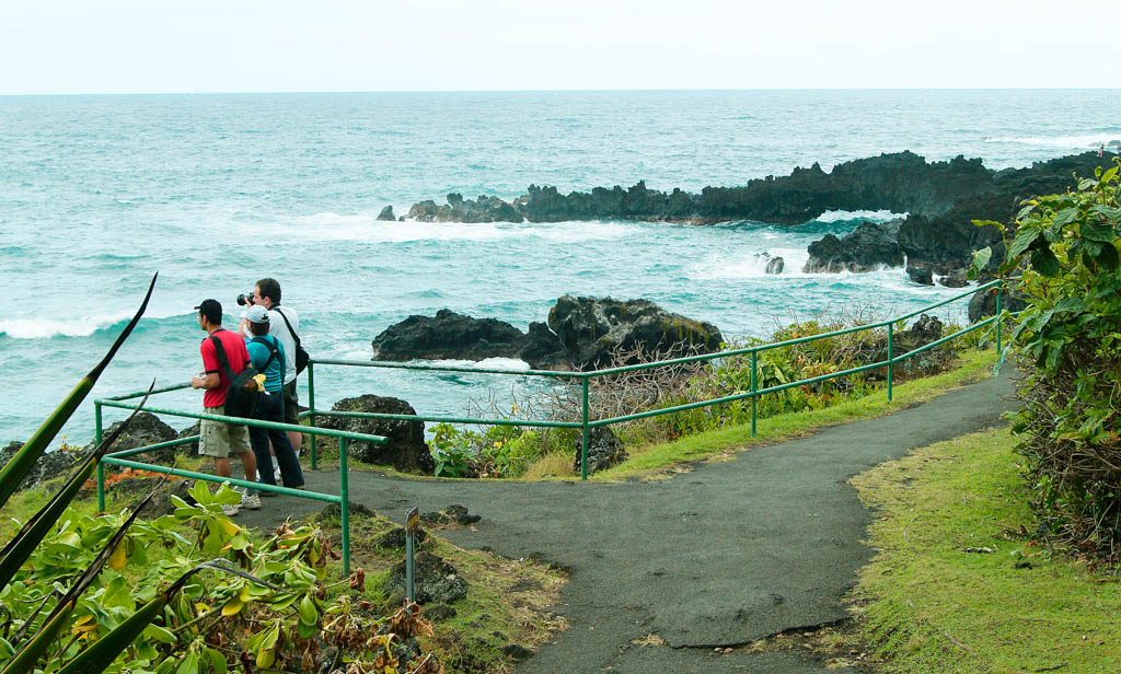 Tourmaui.com at Black Sand Beach in East Maui. Courtesy photo Hawaiʻi Ecotourism Association.