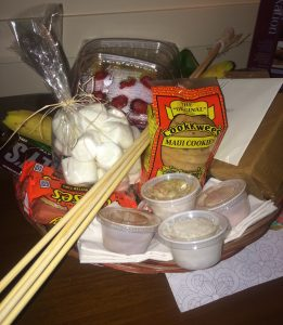 The local-style beachside S'mores kit available at Sheraton Maui Resort & Spa. Photo by Kiaora Bohlool.