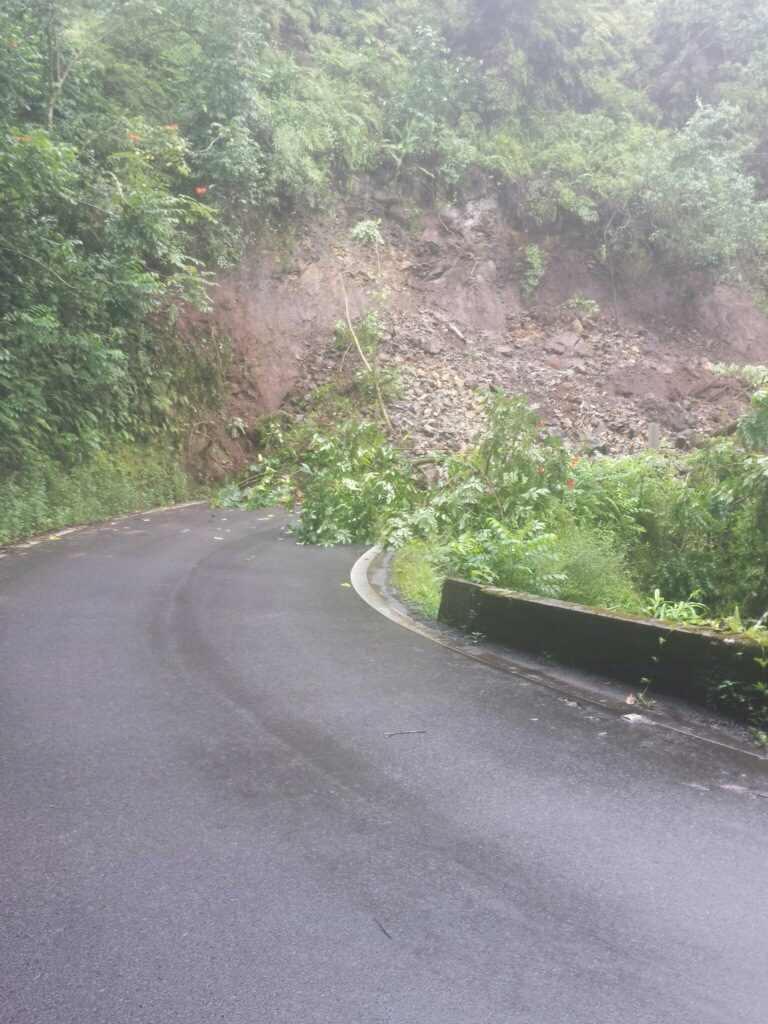Hāna Highway landslide at Kailua. 7.21.16. Photo credit: Kaliko Sanchez.
