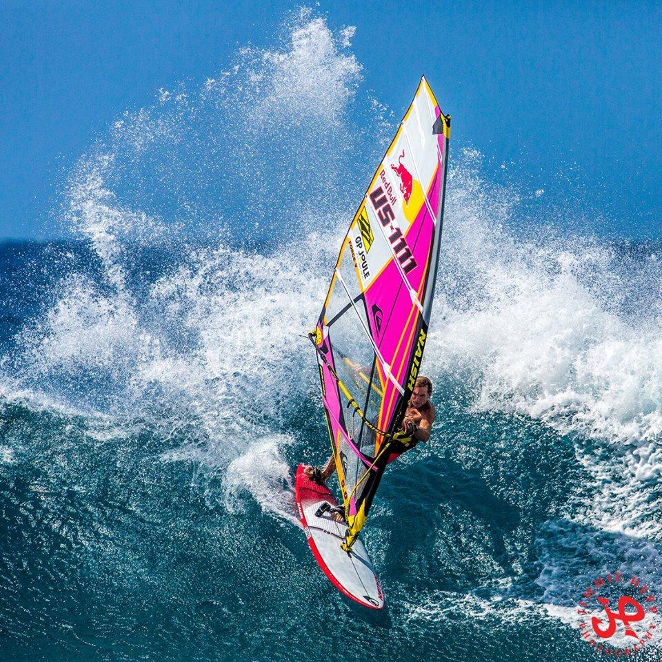 Robbie Naish sinks into this power turn at Ho'okipa Photo: Jimmie Heff