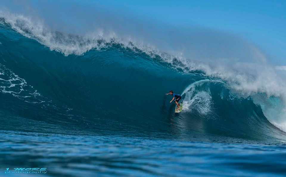 Douglas Joy drives through a meaty one at Honolua Photo: OneMore Photography