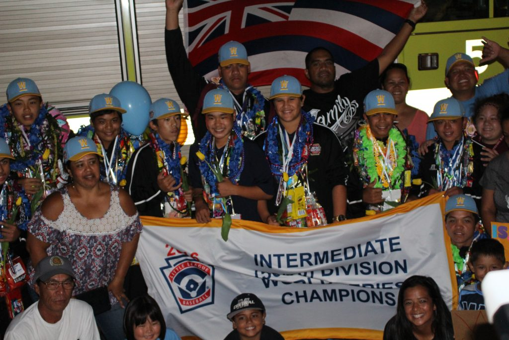 Central Maui Little League All-Stars, homecoming celebration at Kahului Airport. Photo by Wendy Osher.