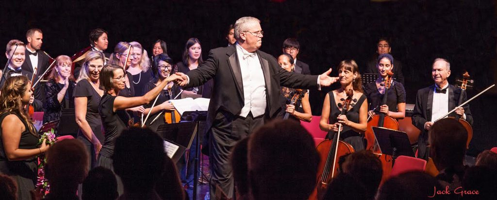 Photo C Maestro Wills and Maui Chamber Orchestra receive audience appreciation. Photo Courtesy: Sun Dancer for Maui Chamber Orchestra.