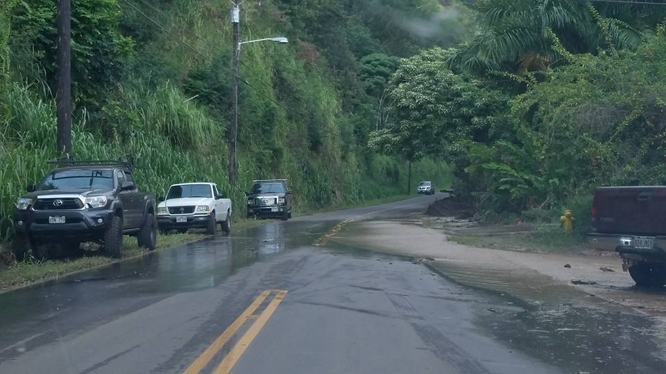 Water rose above flood levels again on Friday afternoon, sending water over ʻĪao Valley Road and through two homes along the river. Image 6 p.m. 9.16.16.