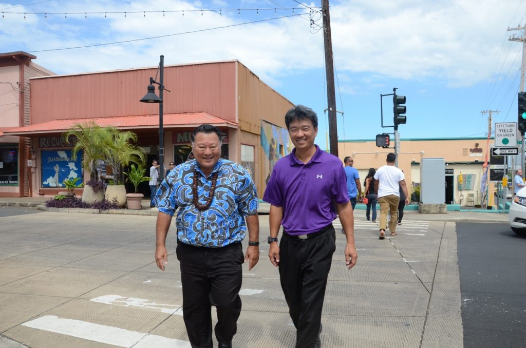 Lieutenant Governor Shan Tsutsui and Mayor Alan Arakawa joined in installing the first sign on Market Street, and in the spirit of healthy living touted by event organizers, proceeded to walk to their next meeting together.