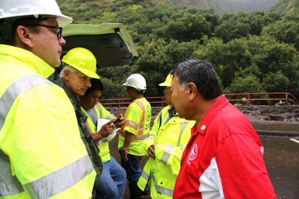 Kepaniwai, Mayor assessing damage with staff. PC: Lois Whitney/County of Maui.