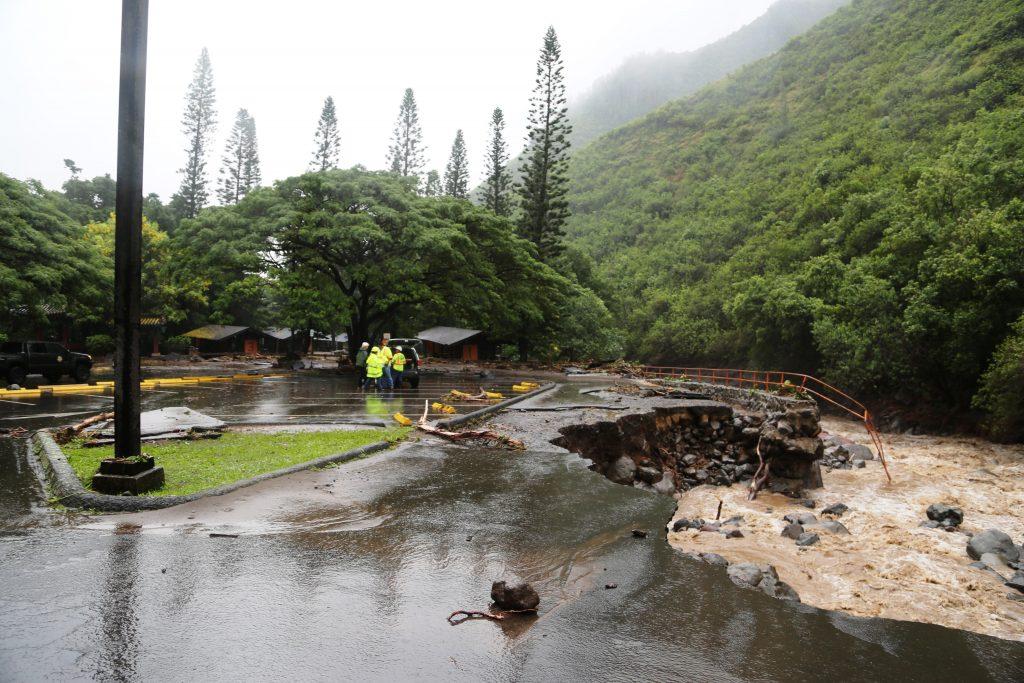 kepaniwai-wide-view-of-damage_lois-whitney-photo