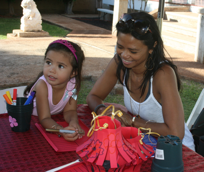 MoonFestival 2015. Tiani Asuncion-Baker makes a lantern as part of the keiki activities during the 2015 event. PC: courtesy Lahaina Restoration Foundation.