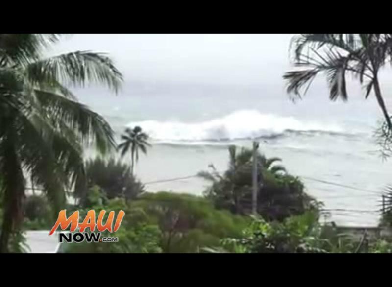 Huge surf at Hāna Bay, 10 a.m. 9.3.16. Image credit: Kaihuokalani Hall