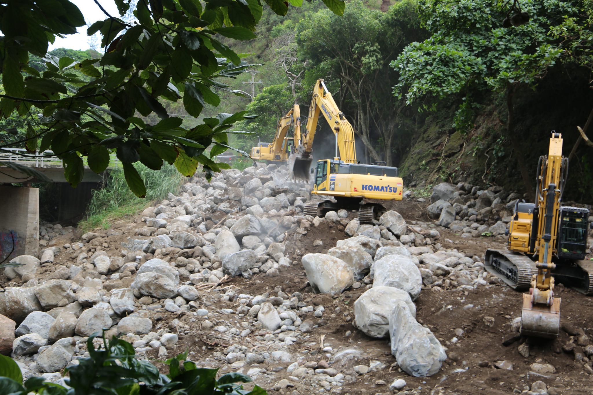 Flood recovery at ʻĪao, Maui. PC: Office of US Rep. Tulsi Gabbard.