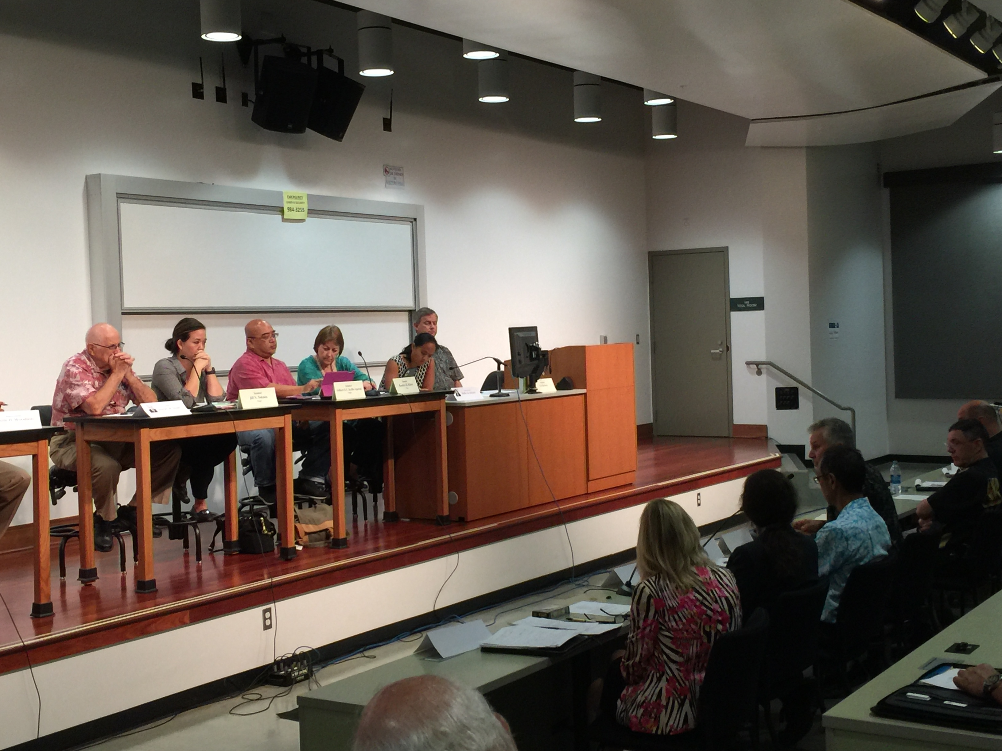 Informational briefing on the status of health care on Maui, 10.17.16. Photo credit: Kanoa Leahey.