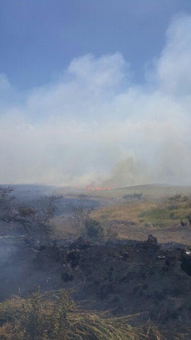 Kahikinui brush fire on 10.17.16. PC: Maui Fire Dept.