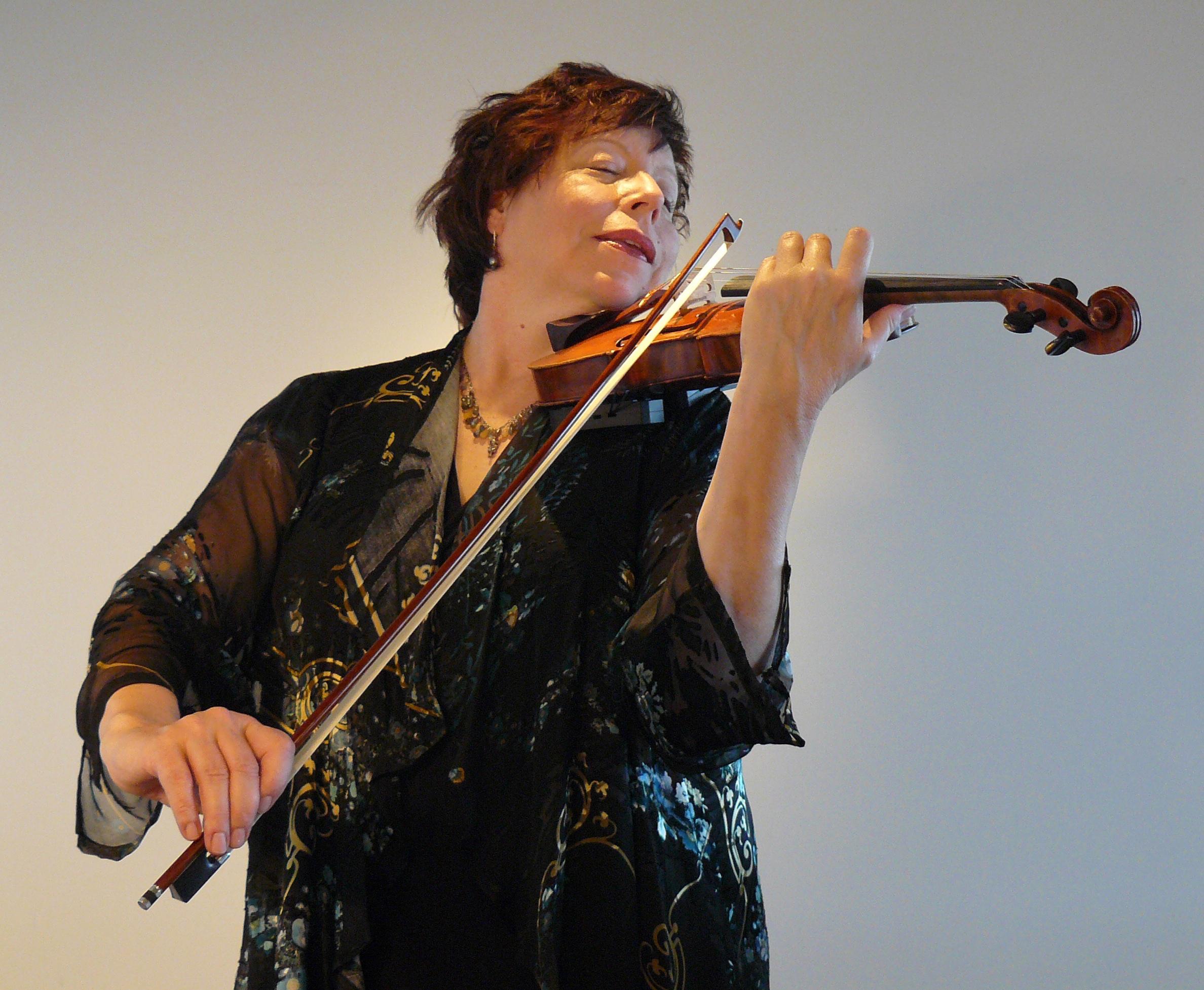 Teresa Skinner. Maui Chamber Orchestra Opens its 2016-17 Season.