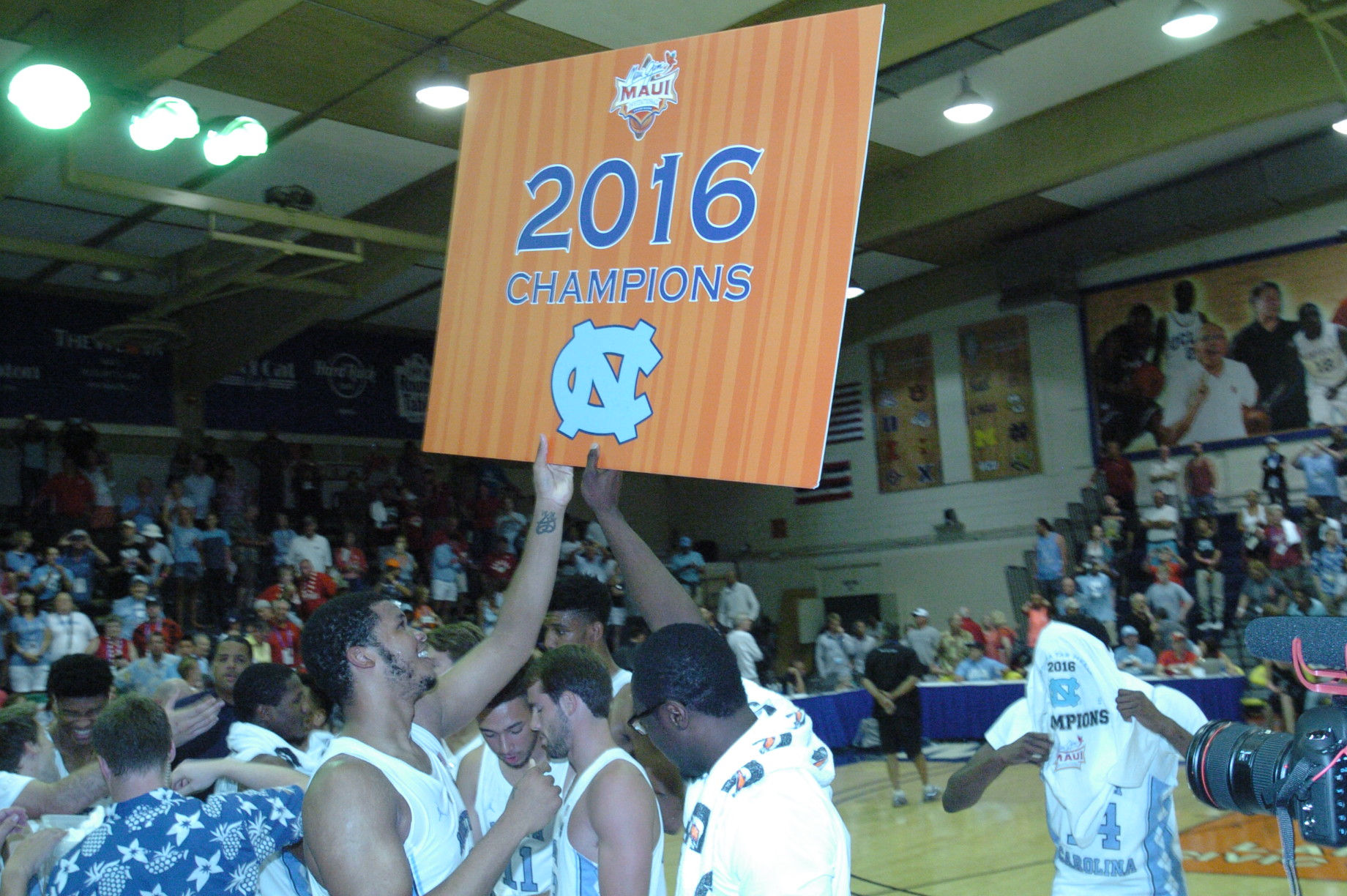 Championship game between UW vs UNC at the 2016 Maui Jim Maui Invitational. PC: Joel B. Tamayo.
