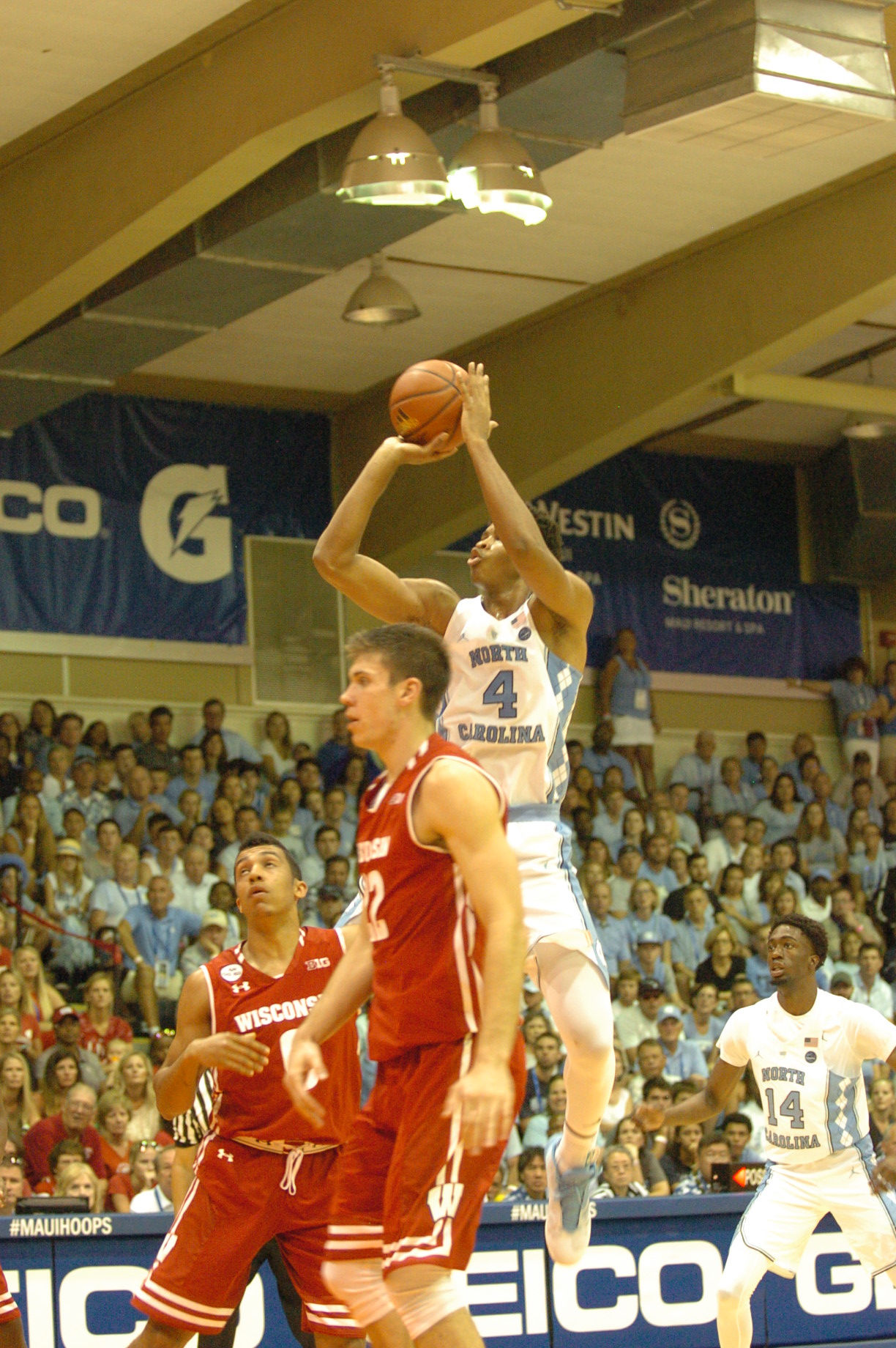 UNC #4 Isaiah Hicks. Championship game between UW vs UNC at the 2016 Maui Jim Maui Invitational. PC: Joel B. Tamayo.