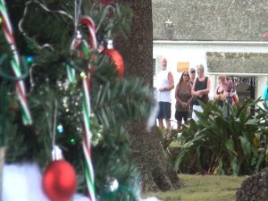 Holiday decor and visitors at MauiWine. Photo by Kiaora Bohlool.