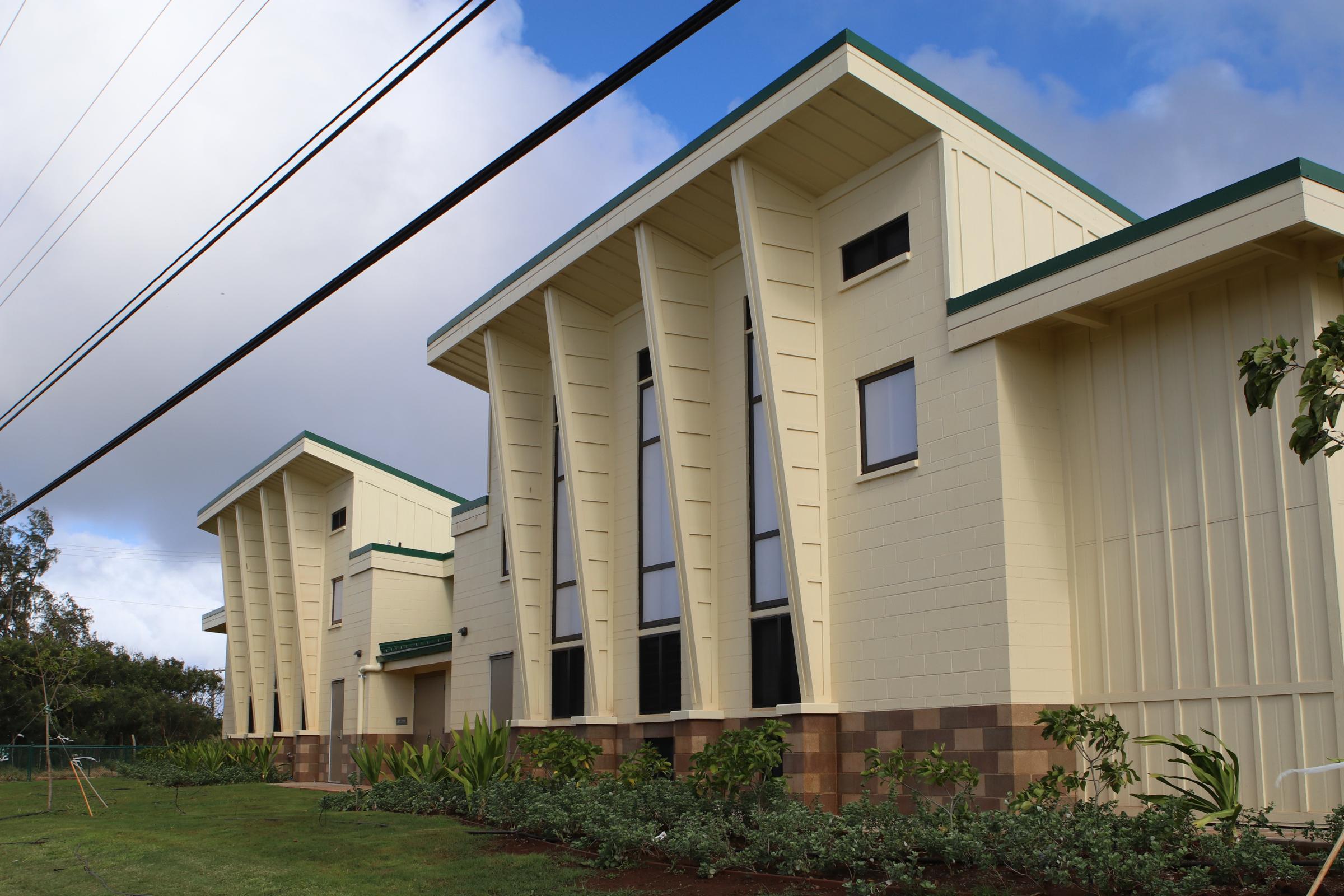 3 Molokaʻi High Students Awarded Kukui Mālamalama Scholarship