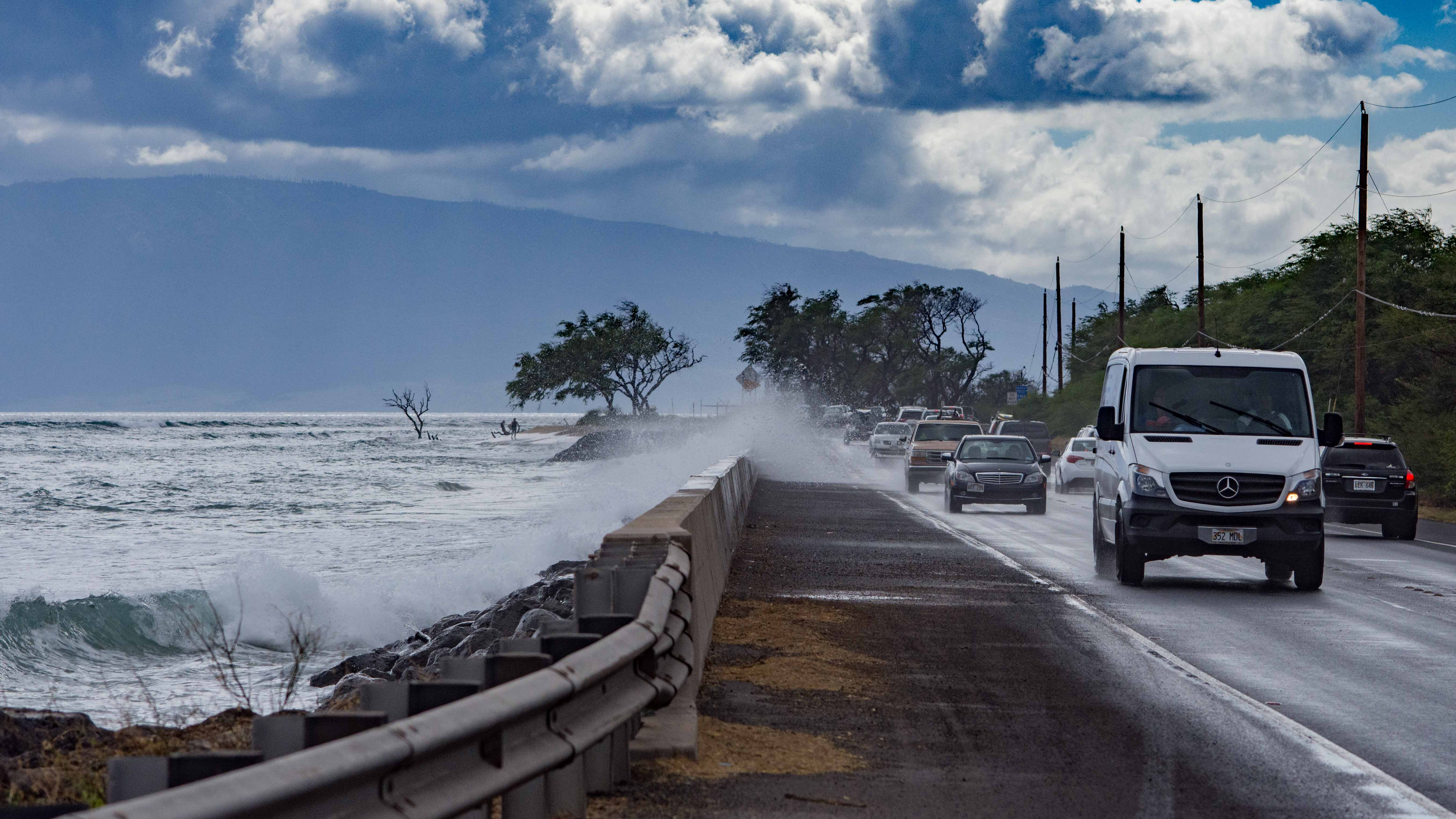 Road Advisory: Waves Washing onto Honoapiilani Hwy
