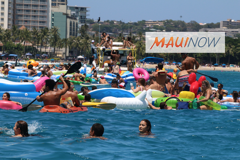 Mid-Week 4th Keeps Number of Waikīkī Floatilla Revelers in Check