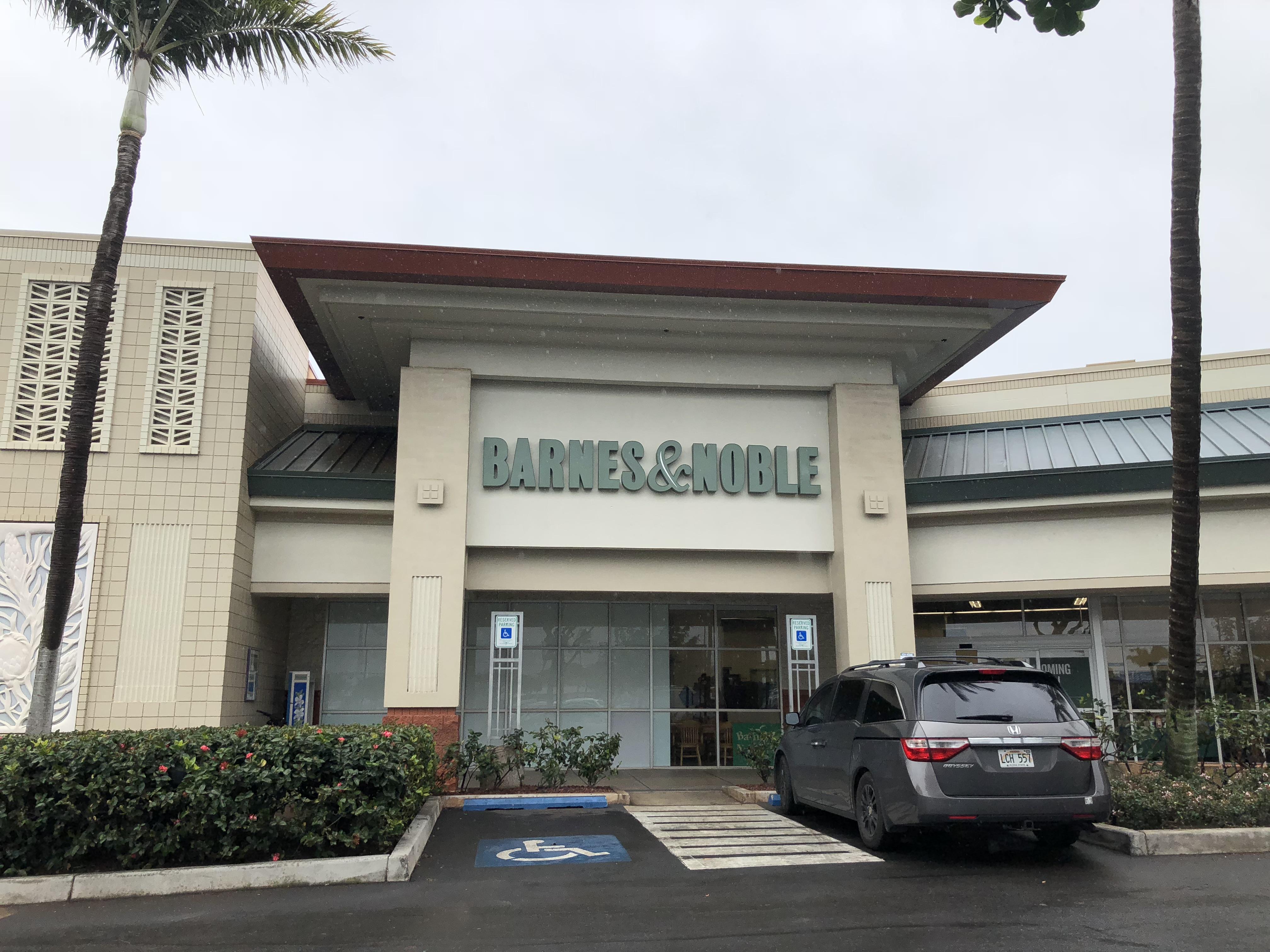 Maui Now Barnes Noble Opens Doors At Maui Marketplace