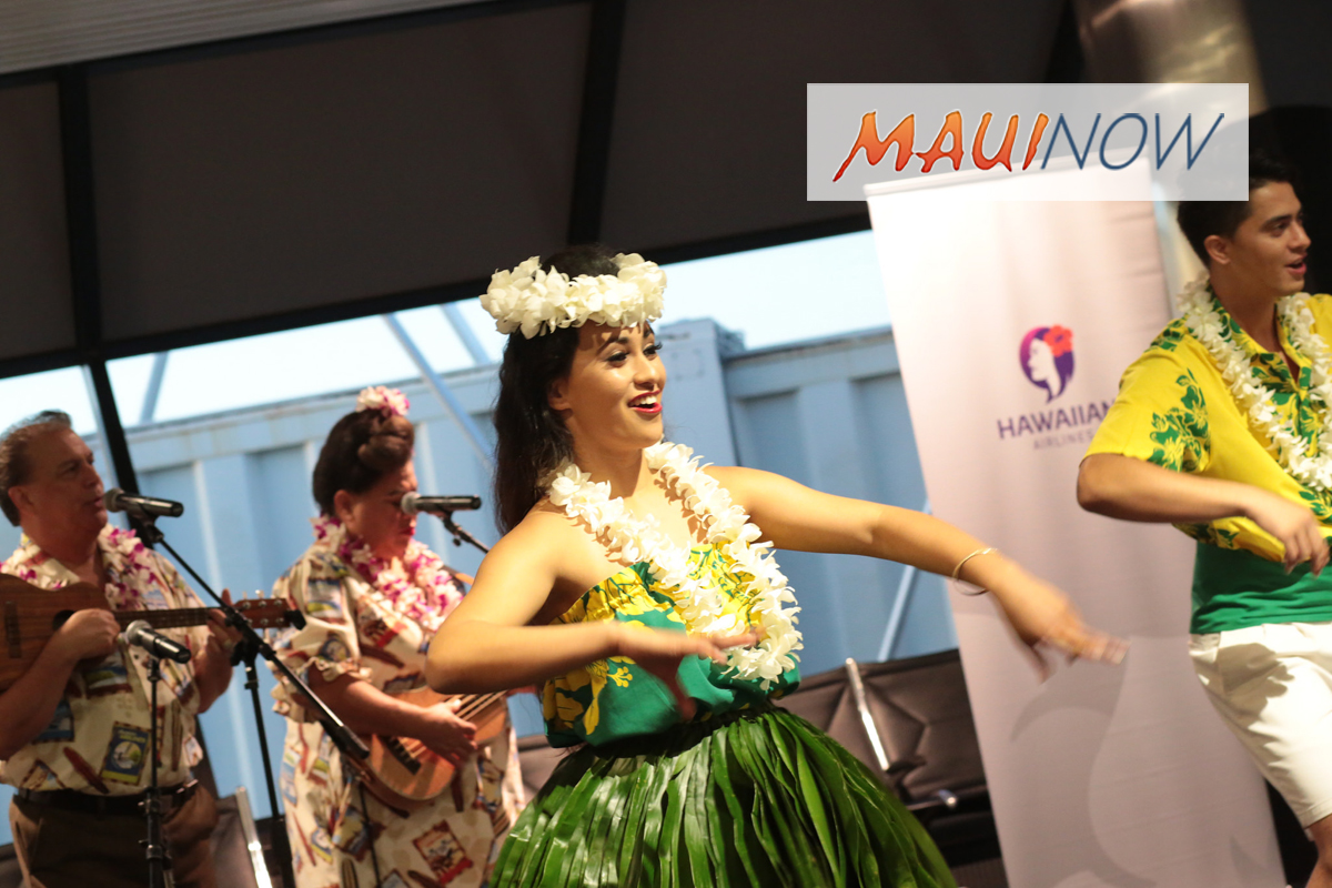 Hawaiian Airlines Celebrates 10 Years at Oakland International Airport