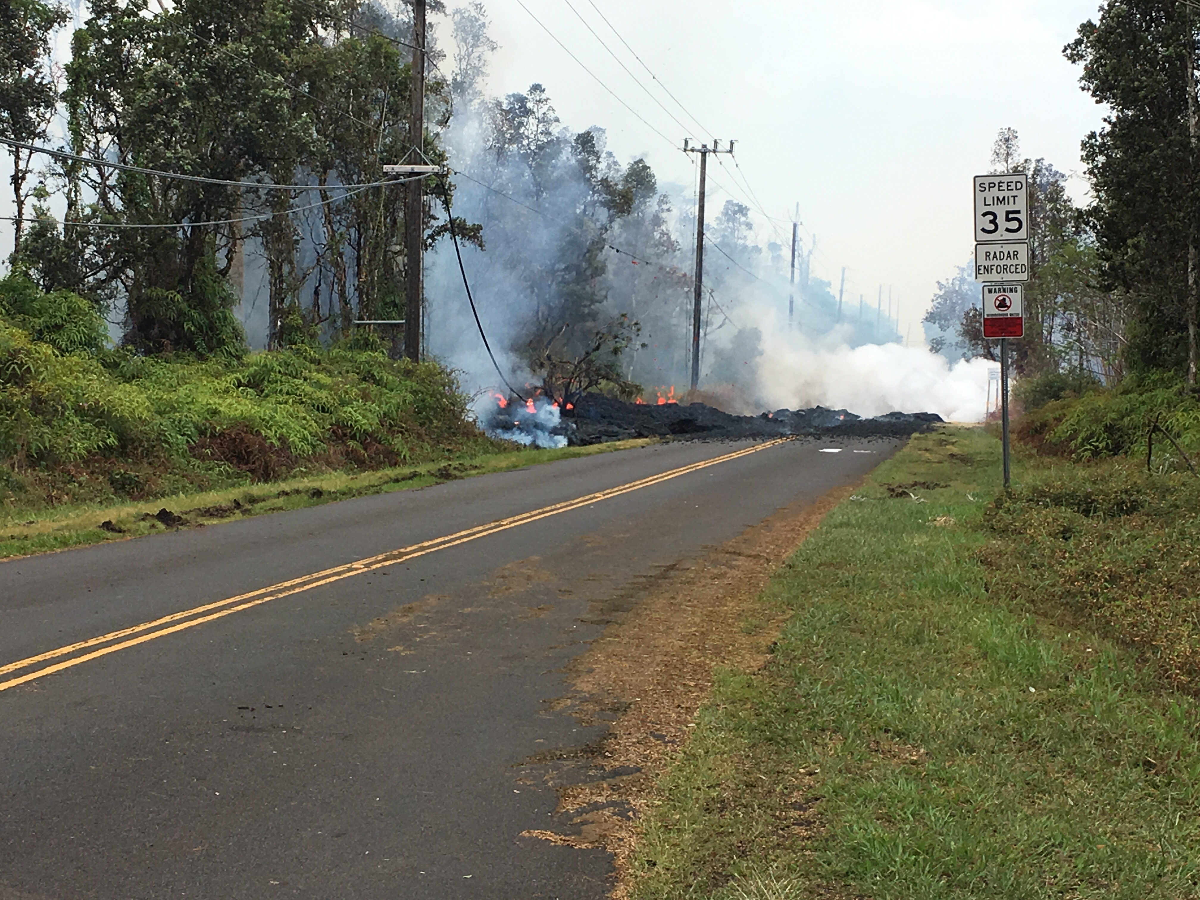 Residents told 'go now' as fresh fissure opens in Hawaii