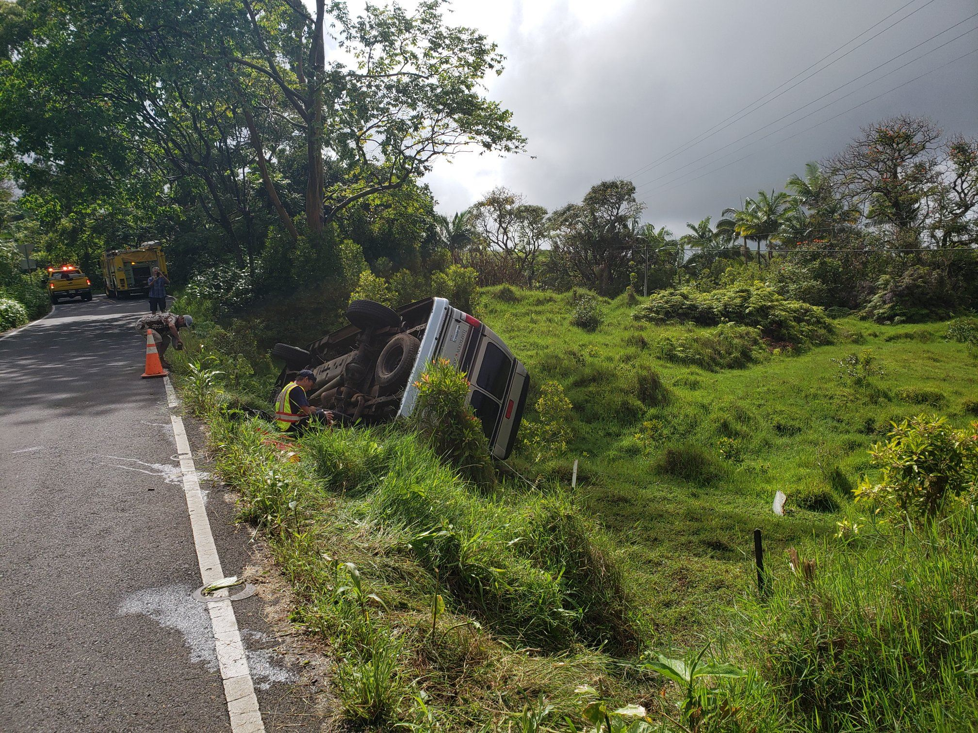 Tour Bus Overturns on Hana Hwy, 3 Transported to Hospital