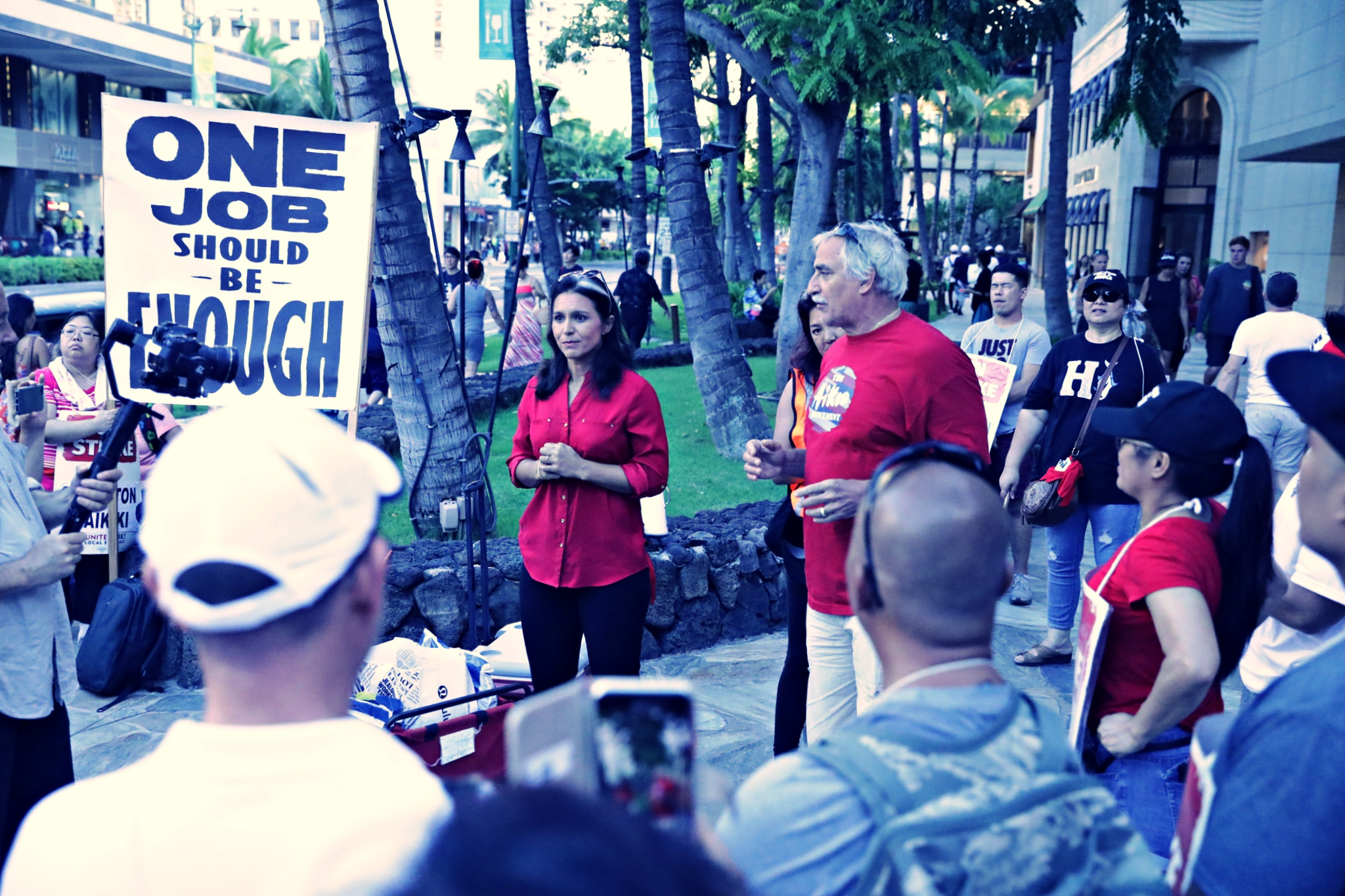 Rep. Gabbard Supports Hotel Workers Fighting for 'Living Wage'