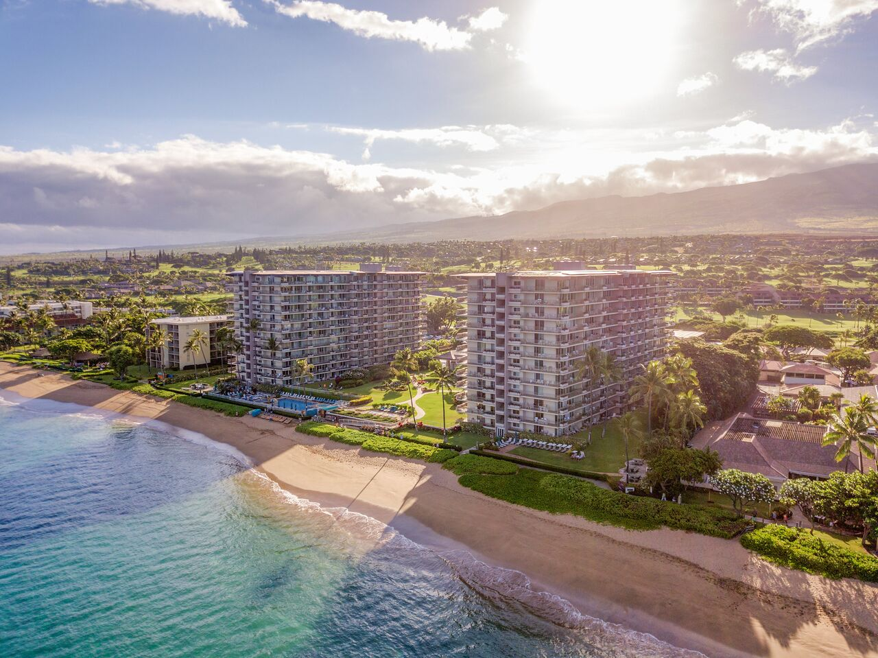 Maui Oceanfront Properties: Luxury Condominiums in Kāʻanapali