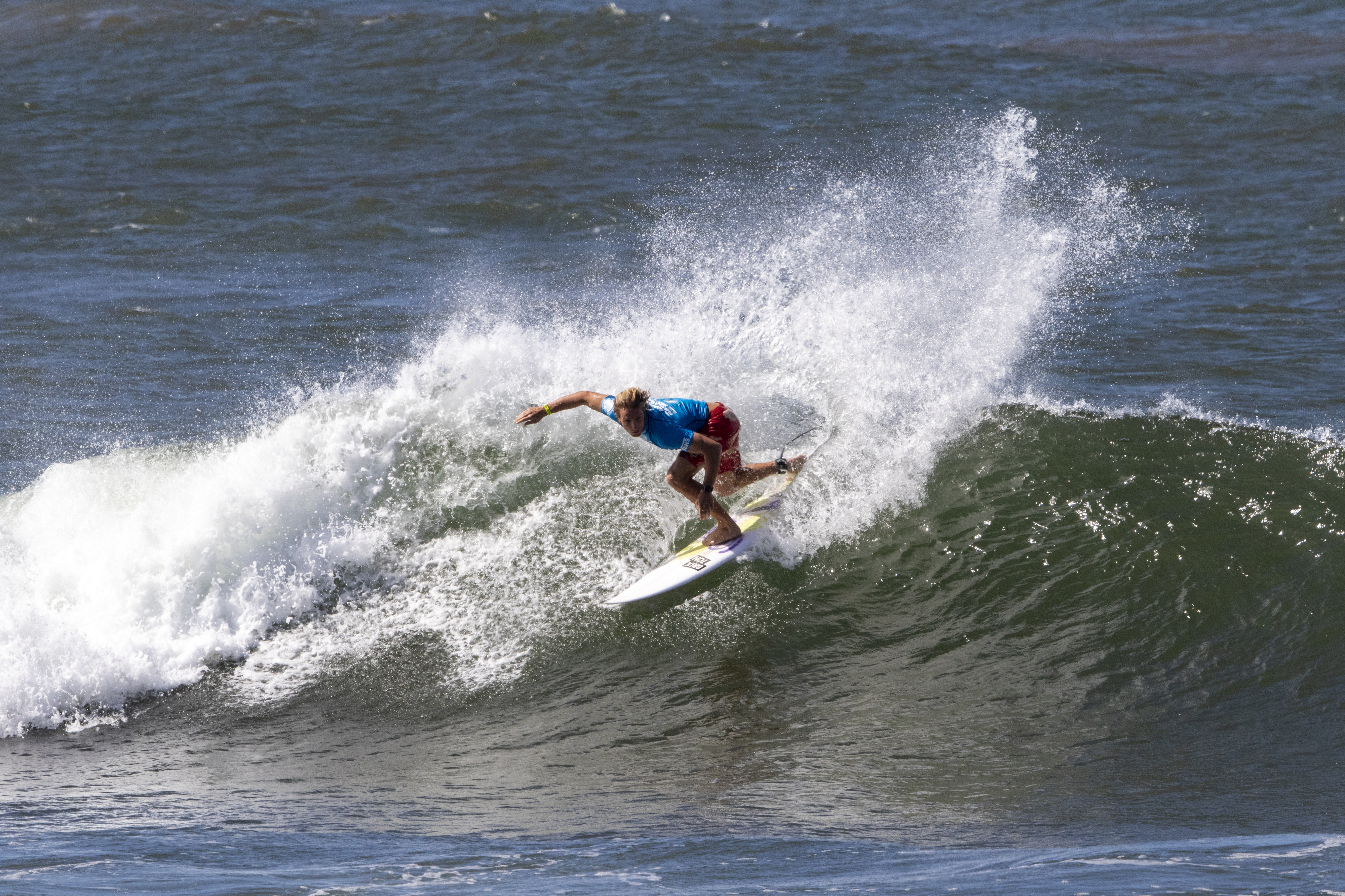 5fa230bae2 Skip McCullough of the USA advances in second from round 1 heat 12 of the  WSL Hawaiian Pro held at Haleʻiwa Aliʻi Beach. PC  World Surf League.
