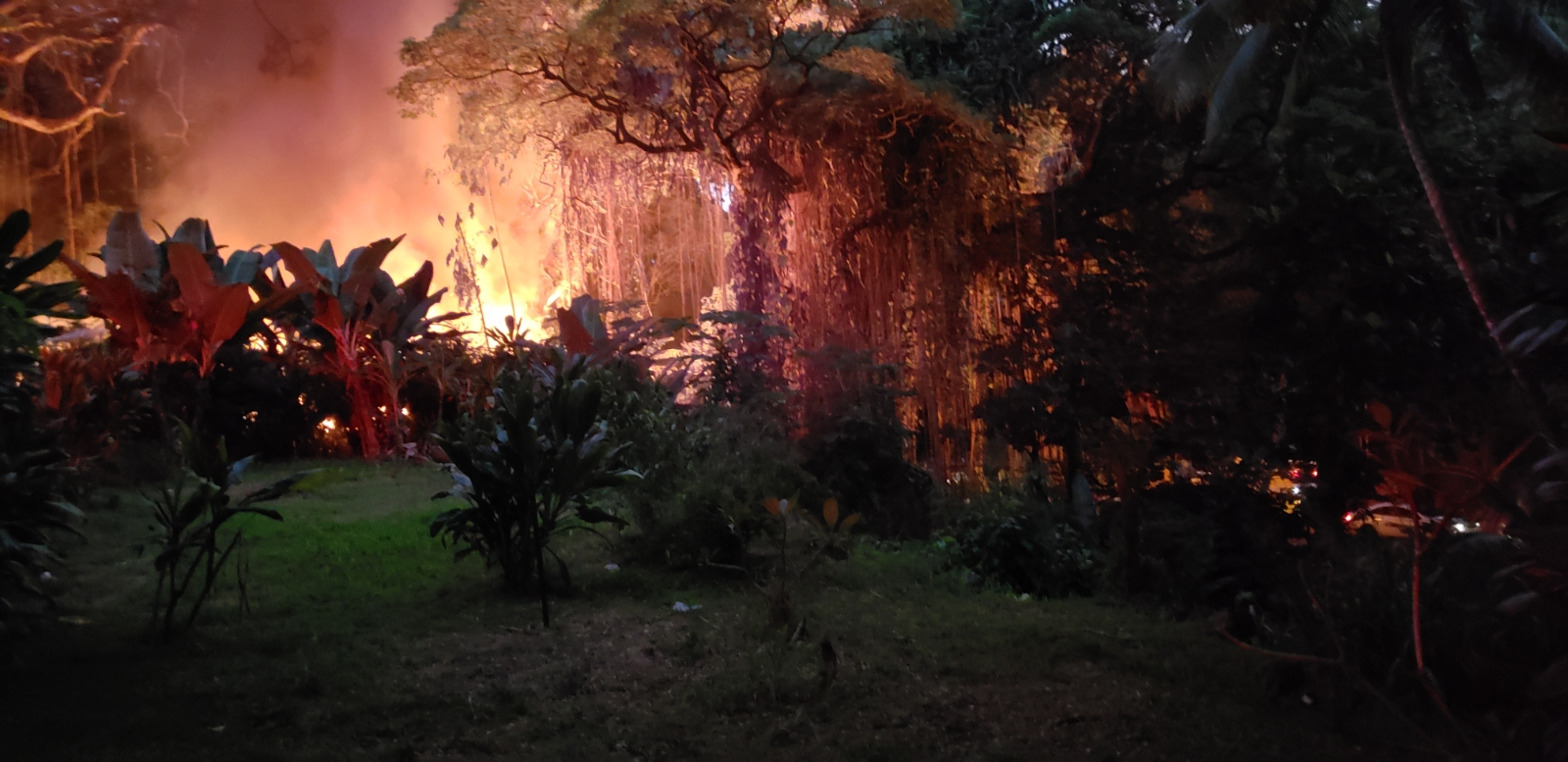 Honokōhau Fire Burns Makeshift Structure, Firefighter Treated & Released