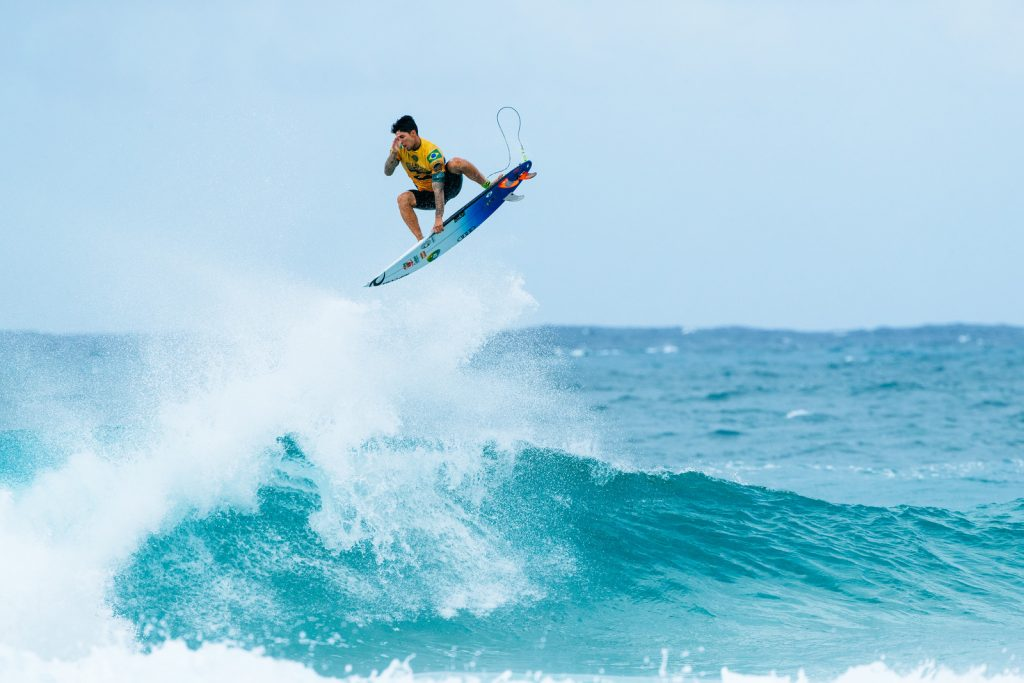 2f6939634929bb Maui Now   Billabong Pipe Masters  Excellent Rides in Windy Conditions