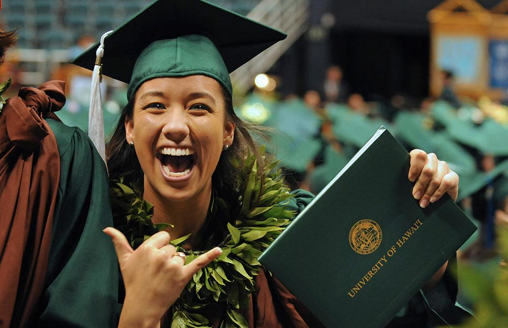 Uh Graduation 2020.Maui Now Uh Manoa Reports Record High Graduation