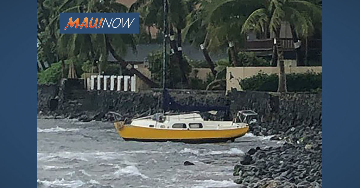 Crews Respond to Grounded Boat off Lahaina, Maui