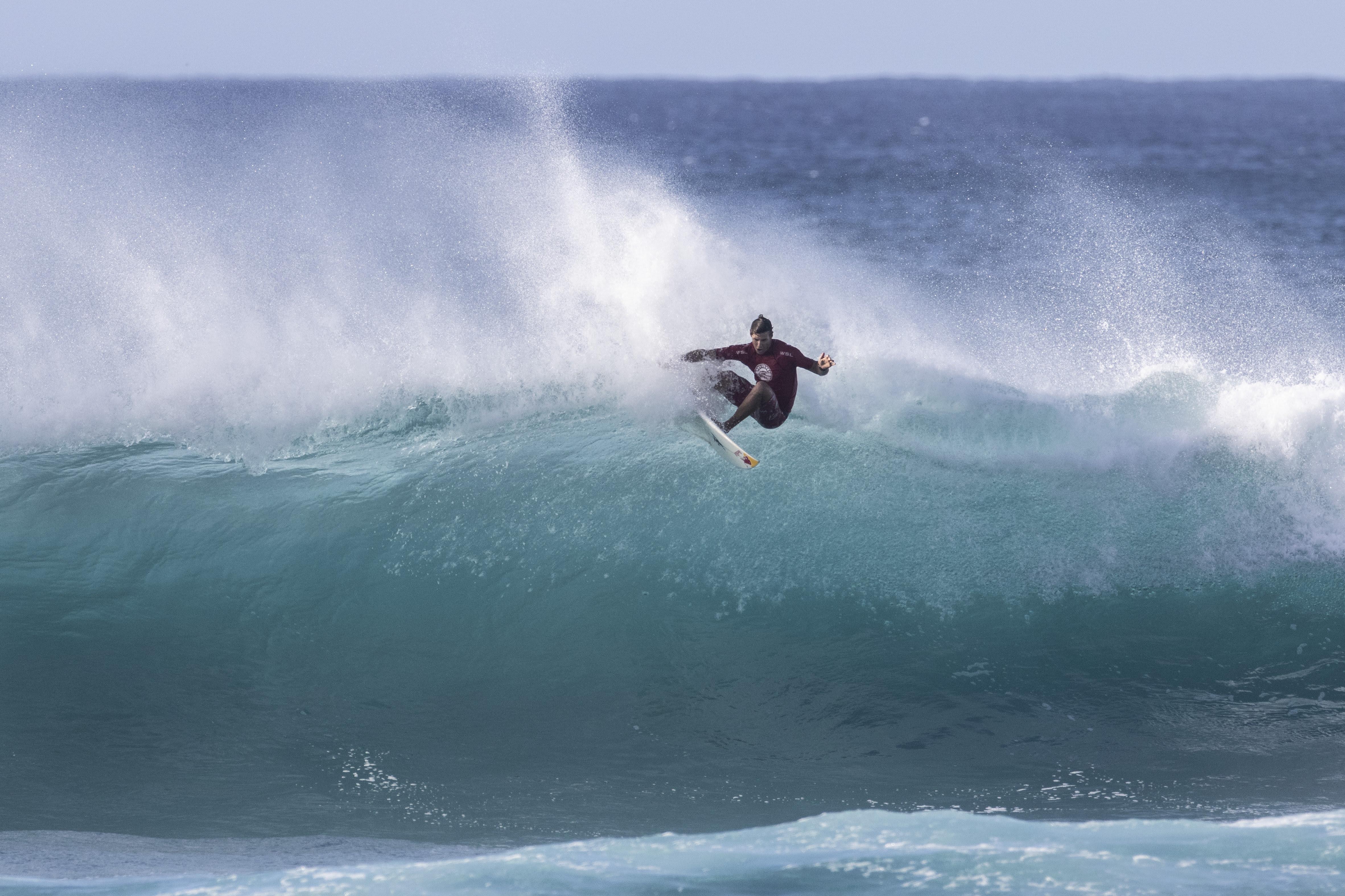 Maui Surfer Ian Walsh Advances at Sunset Pro