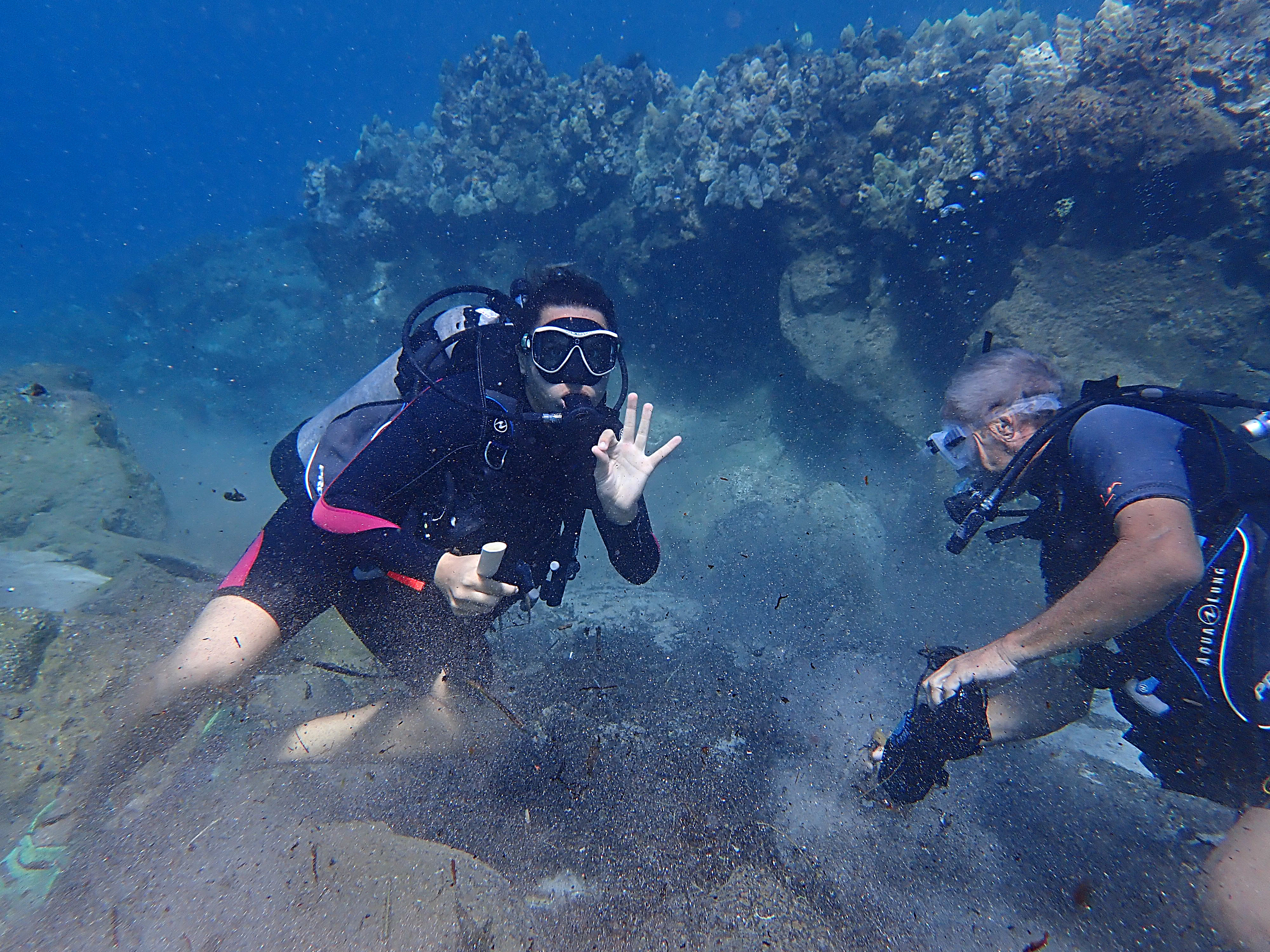Maui Divers Conduct Underwater Cleanup